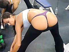 Tight Yoga Pants on Hot Girl She Shows Tanga at the Gym