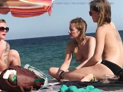 Voyeur hidden camera films topless girls at the beach
